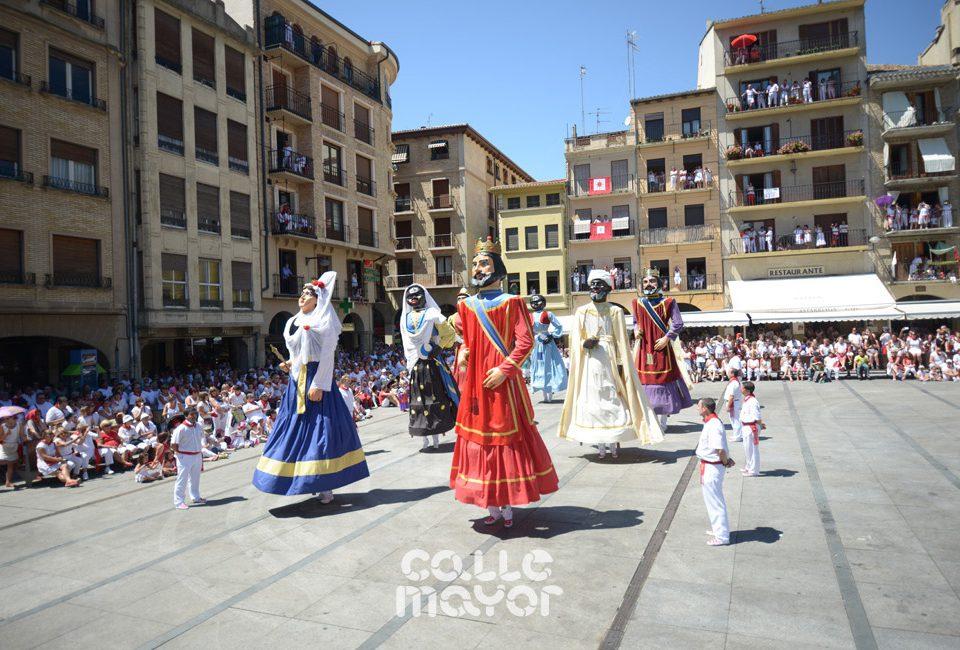 15-08-06-fiestas-de-estella-calle-mayor-comunicacion-y-publicidad- (2)